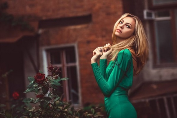 Preset girl in green for lightroom